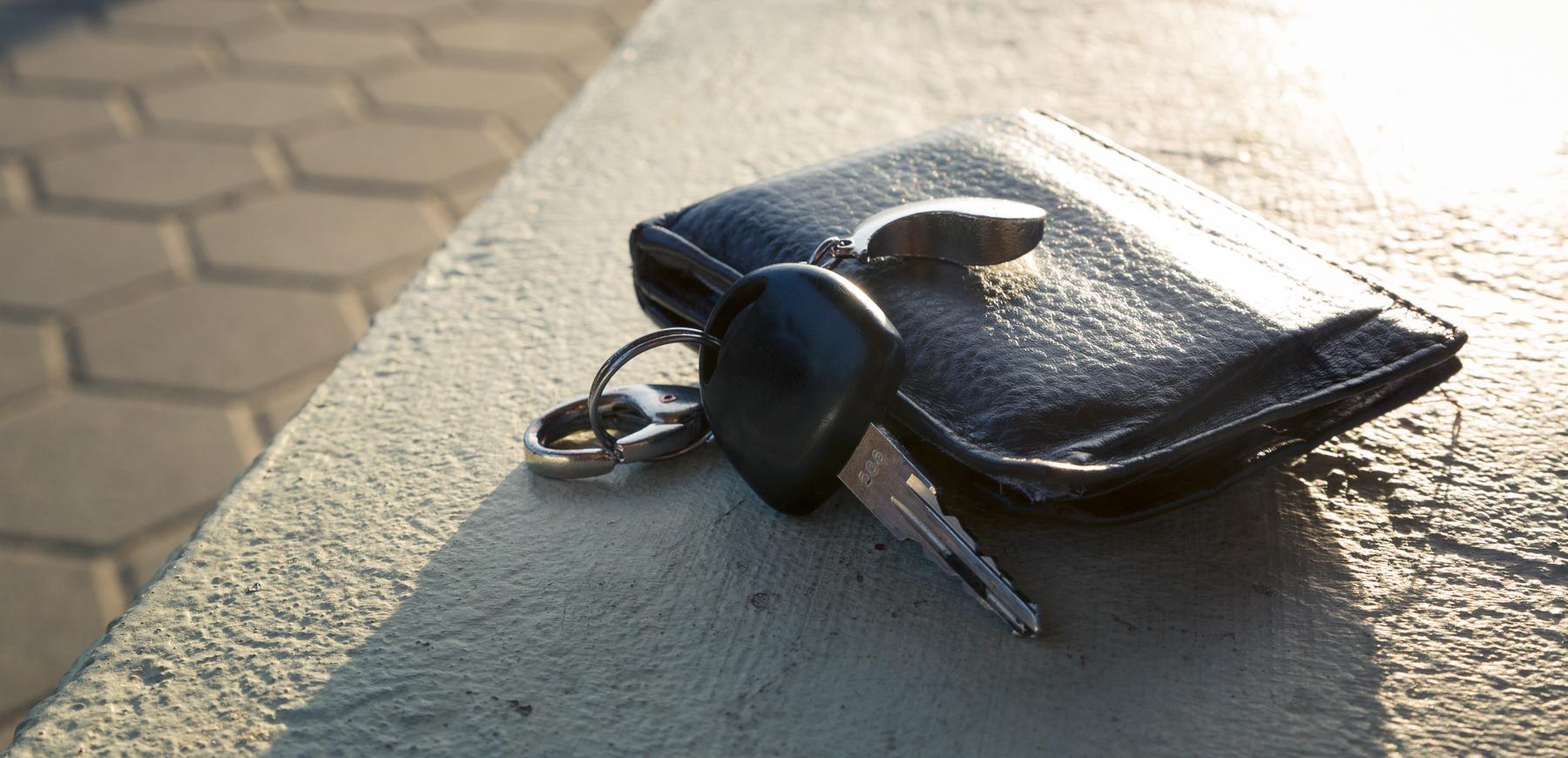 Schlüssel und Geldbörse