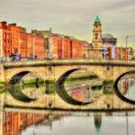 Stadt Dublin mit einer seiner vielen Brücken