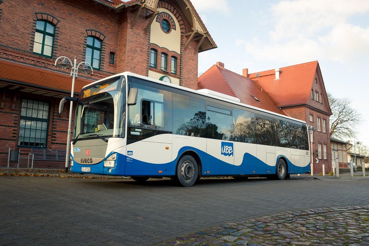 Linienbus der Usedomer Bäderbahn am Bahnhof Heringsdorf. Foto: UBB