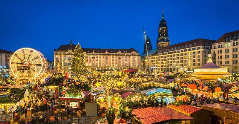 Vorweihnachtliche Stimmung auf dem Striezelmarkt Dresden.
